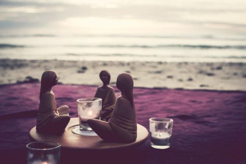 women_beach_circle