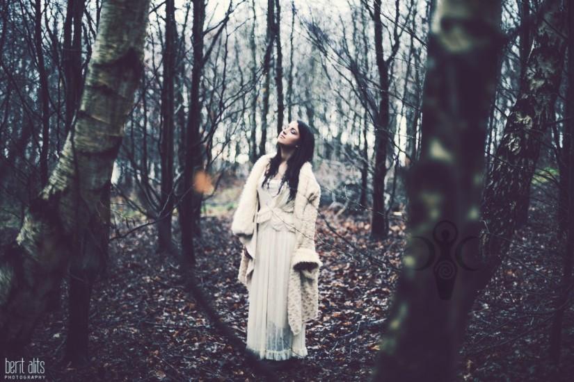 0_5_creative_portrait_forest_rainy_raindrops_winter_wet_day_long_hair_dress_lace_ethereal_dreamy_romantic_nikon_d800_50mm_natural_light_pose_posing_artistic_clonmel_ireland_tip