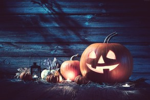 holiday-halloween-pumpkin-host-31-october-wallpaper-preview